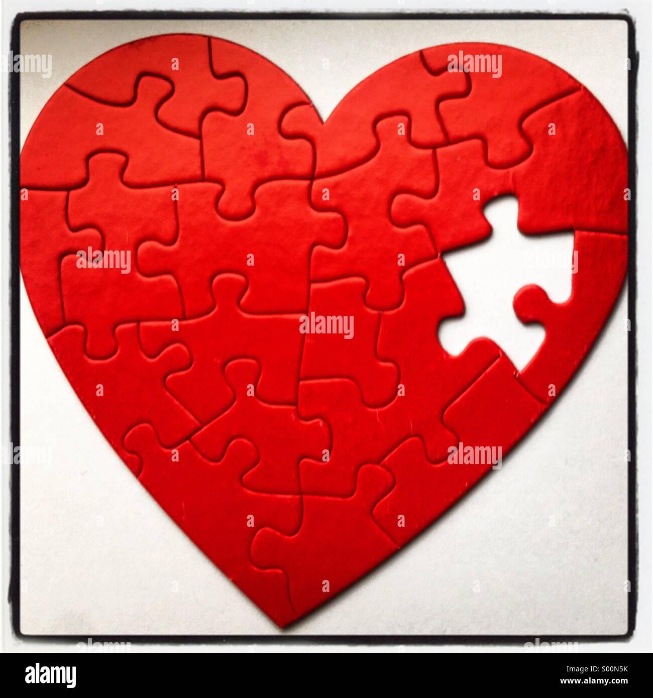 Incompleta a forma di cuore puzzle. Immagini Stock
