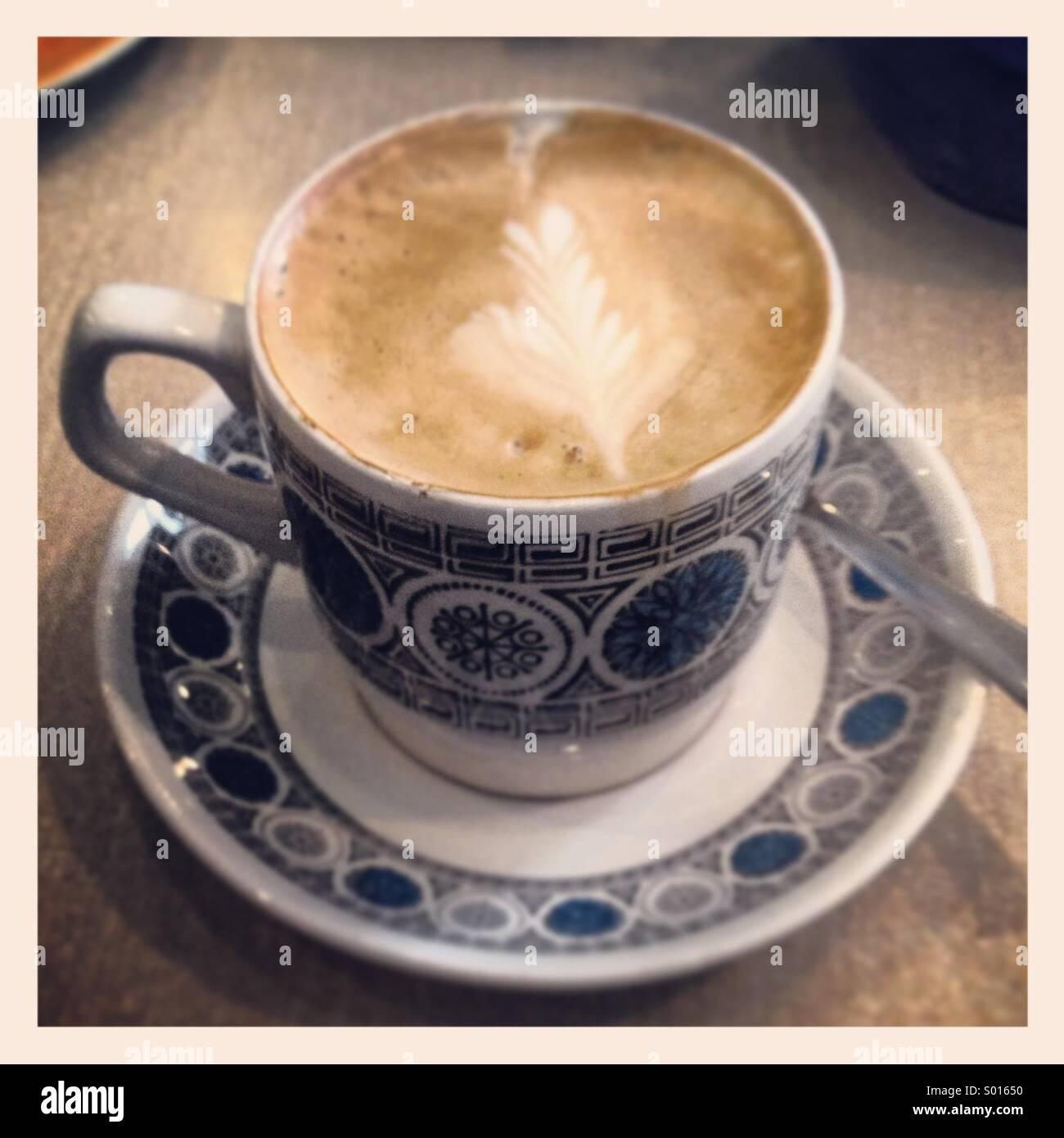 Caffè in uno degli anni settanta tazza e piattino Immagini Stock