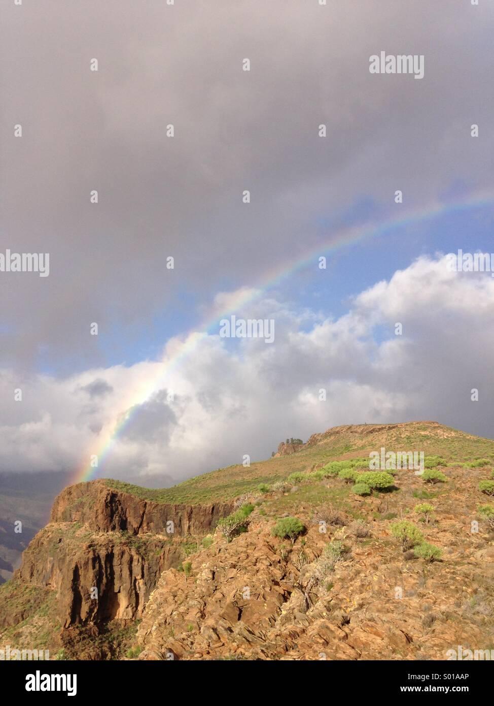 Arco Iris, montaña ,cielo,nubes, azul, Immagini Stock