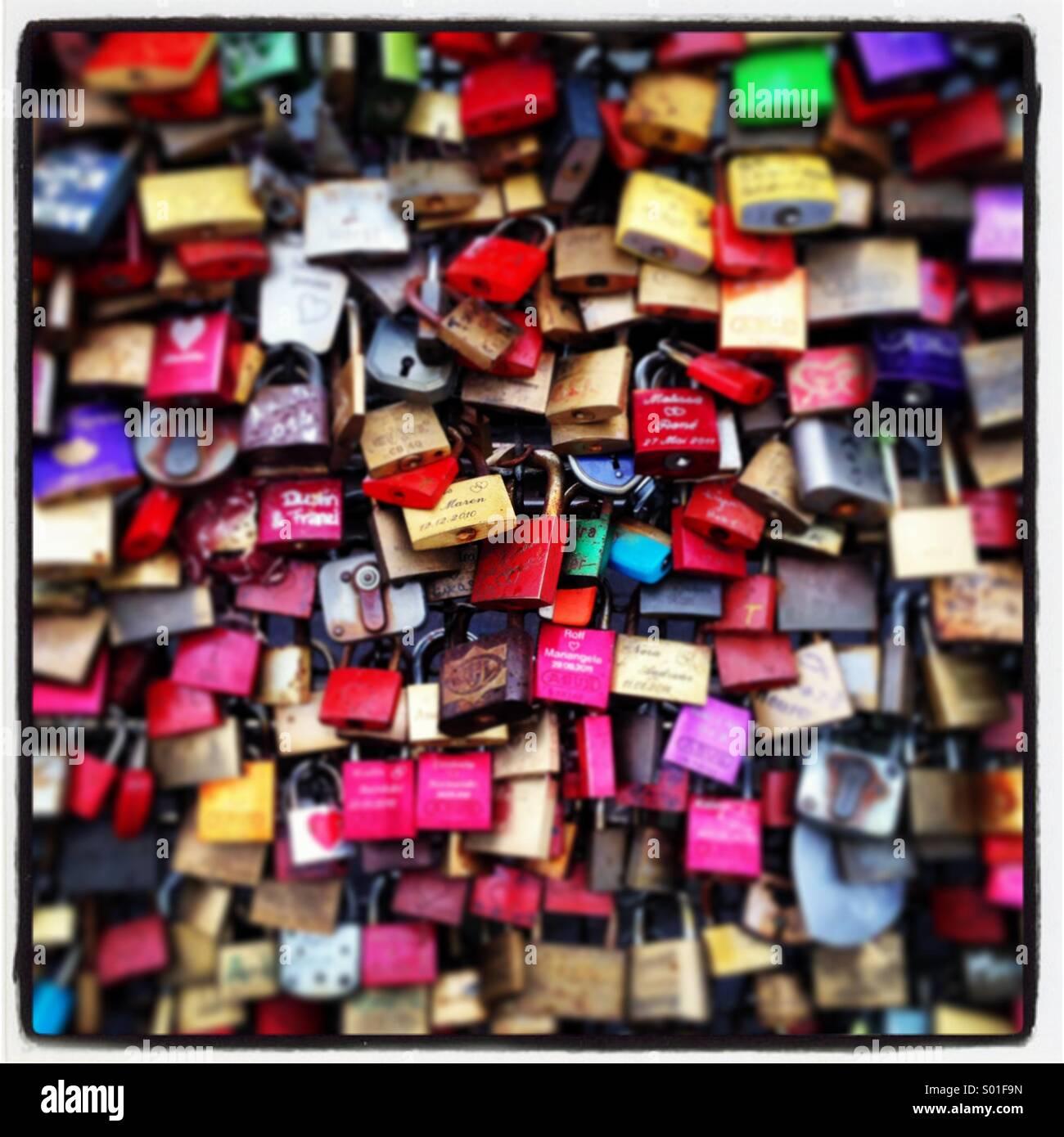 Serrature bloccate simbolizing amore Immagini Stock