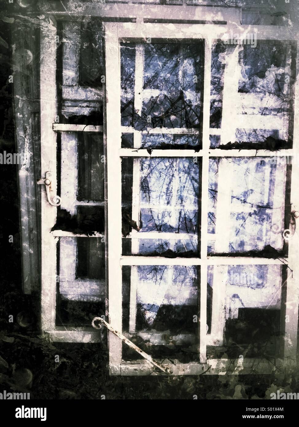 Le vecchie finestre, abbandonata Immagini Stock