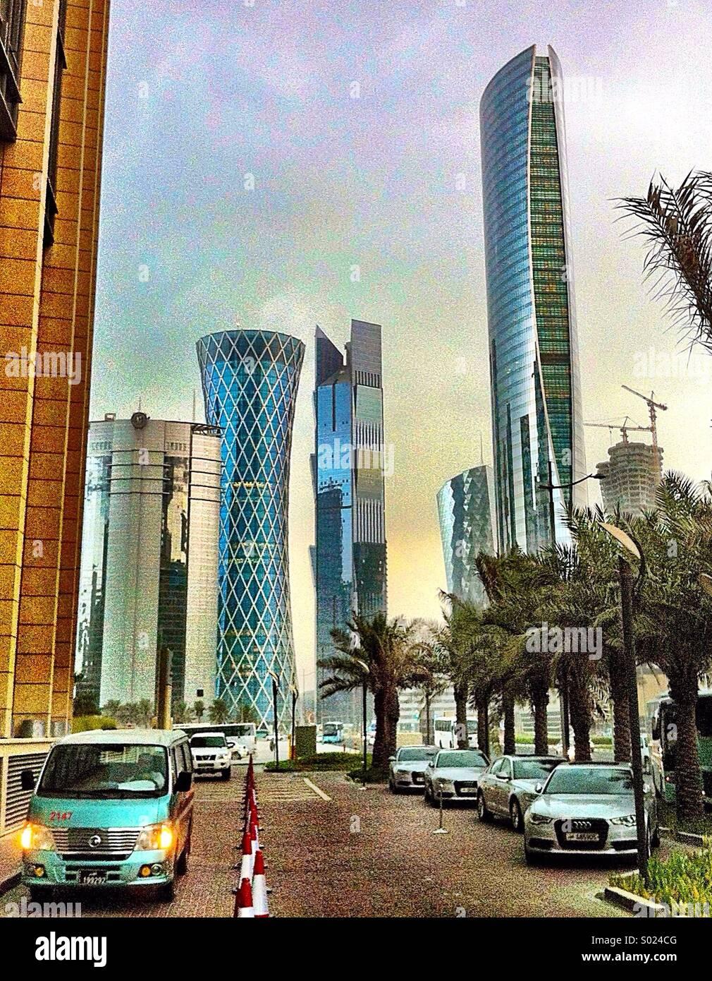 Skyline futuristica del Qatar, dal ingresso al Marriott Renaissance e Courtyard hotels Immagini Stock