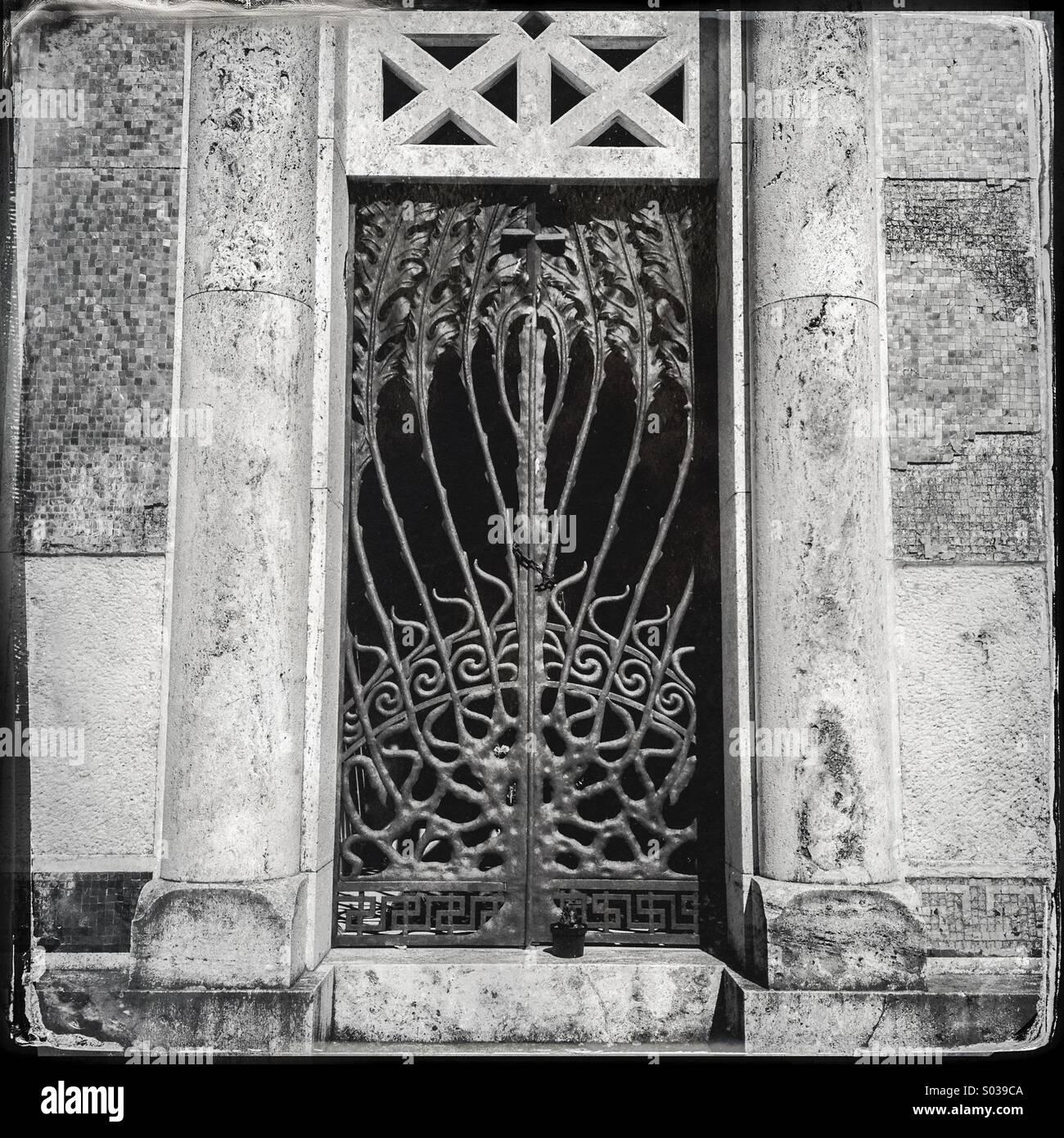 Cappella funeraria presso il cimitero di Bevagna in Umbria, Italia Immagini Stock