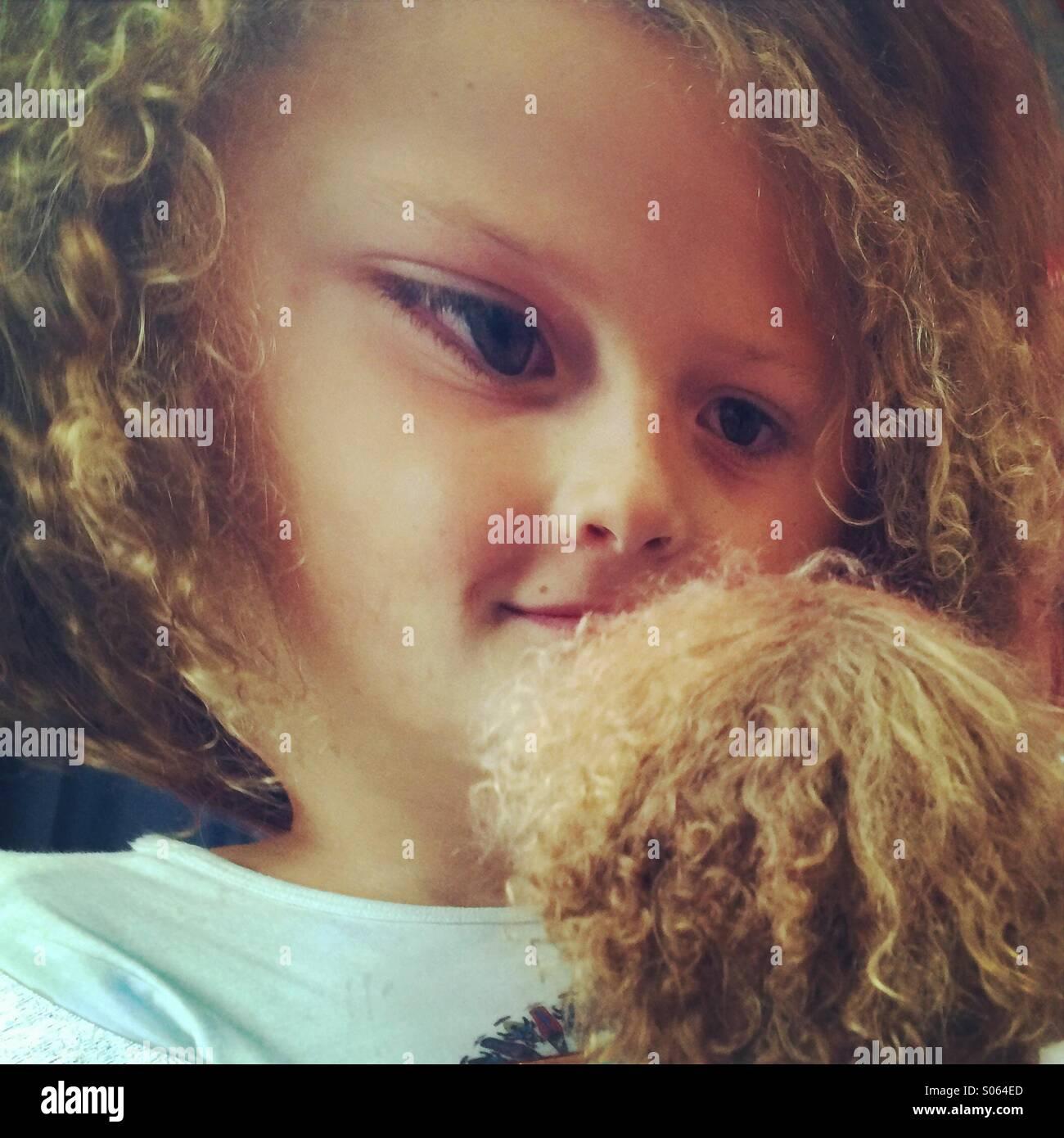 La ragazza di funhouse mirror, Seattle Center, Seattle, Washington - età 9 Immagini Stock