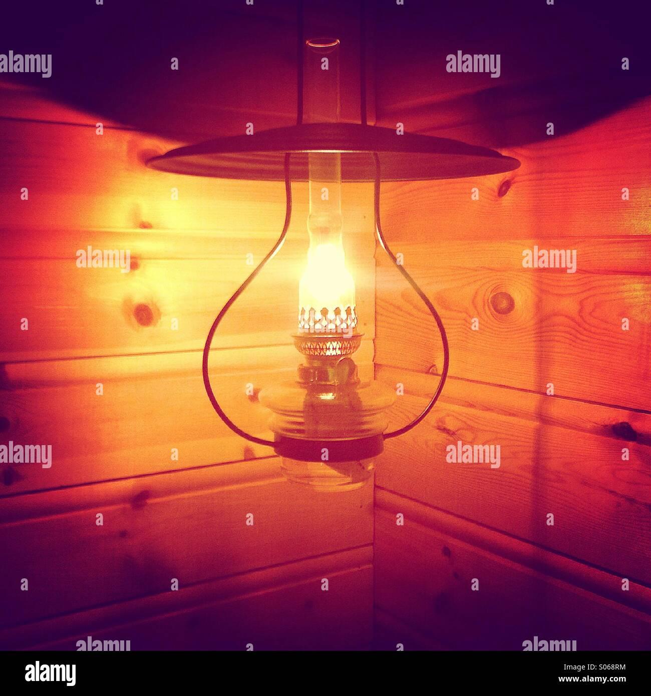 Olio lampoon cabina in legno Immagini Stock
