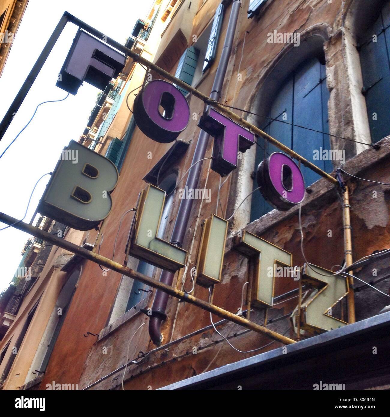 Fotocamera shop segno a Venezia, Italia Immagini Stock