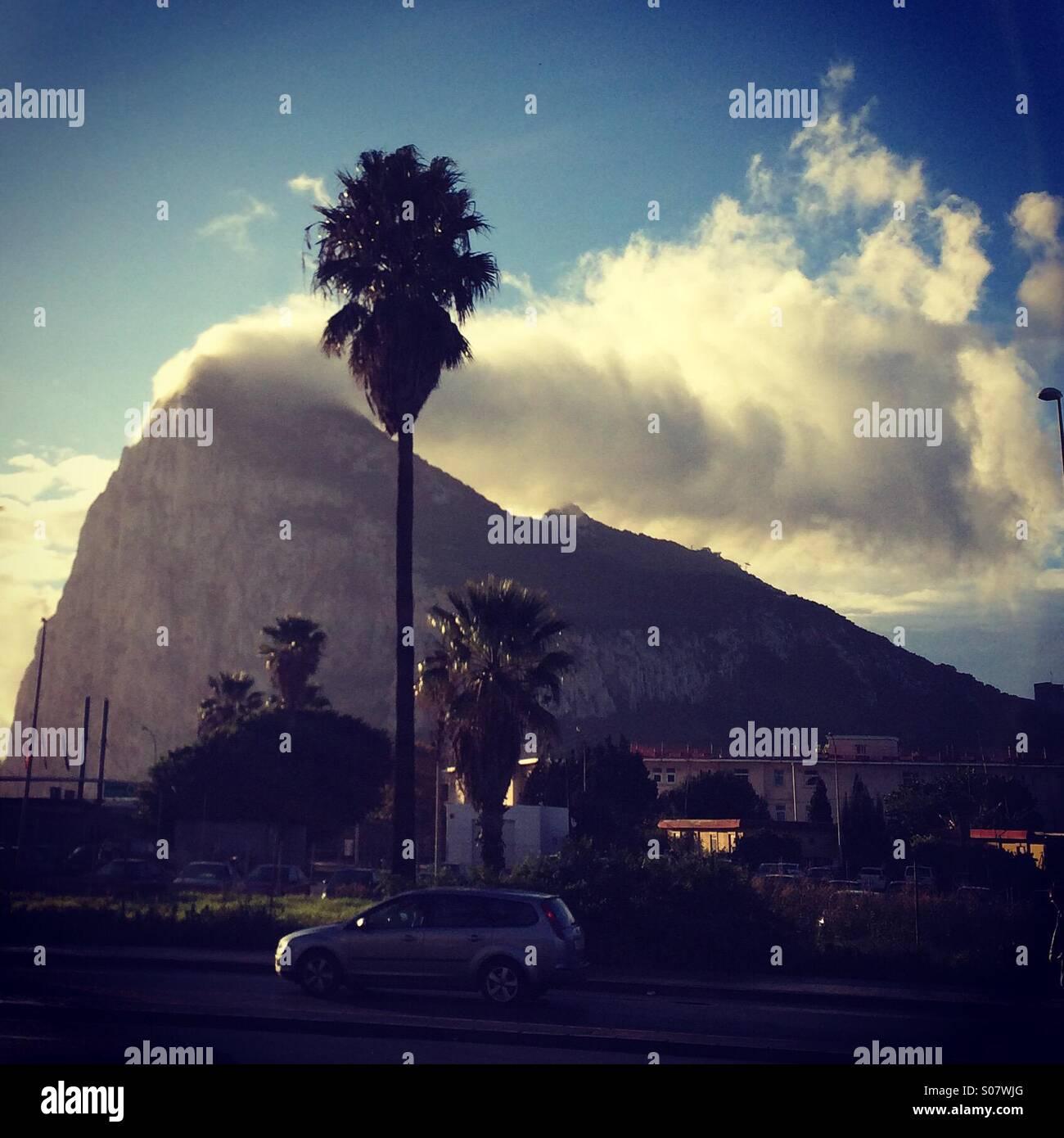 Levanter cloud oltre la Rocca di Gibilterra. Immagini Stock