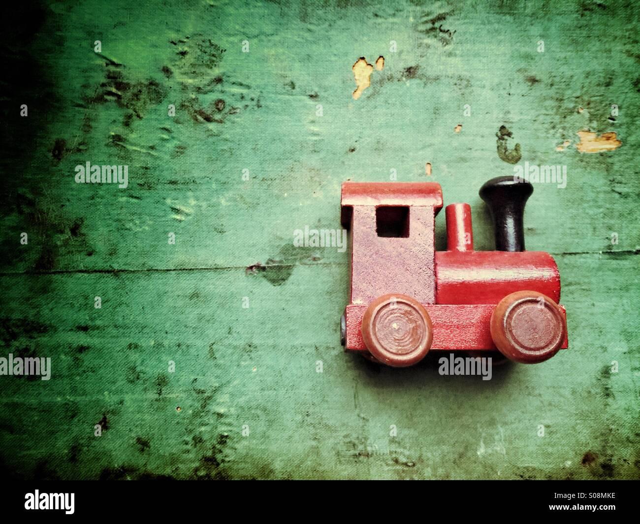 Vintage in legno giocattolo del treno Immagini Stock