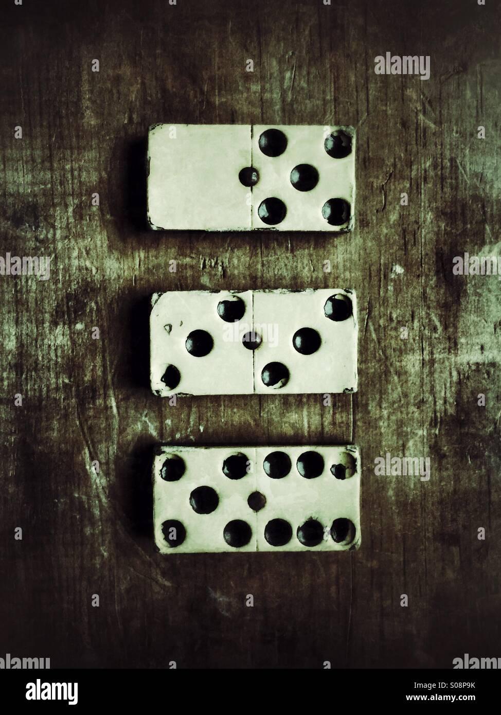 Vecchi pezzi di domino Immagini Stock