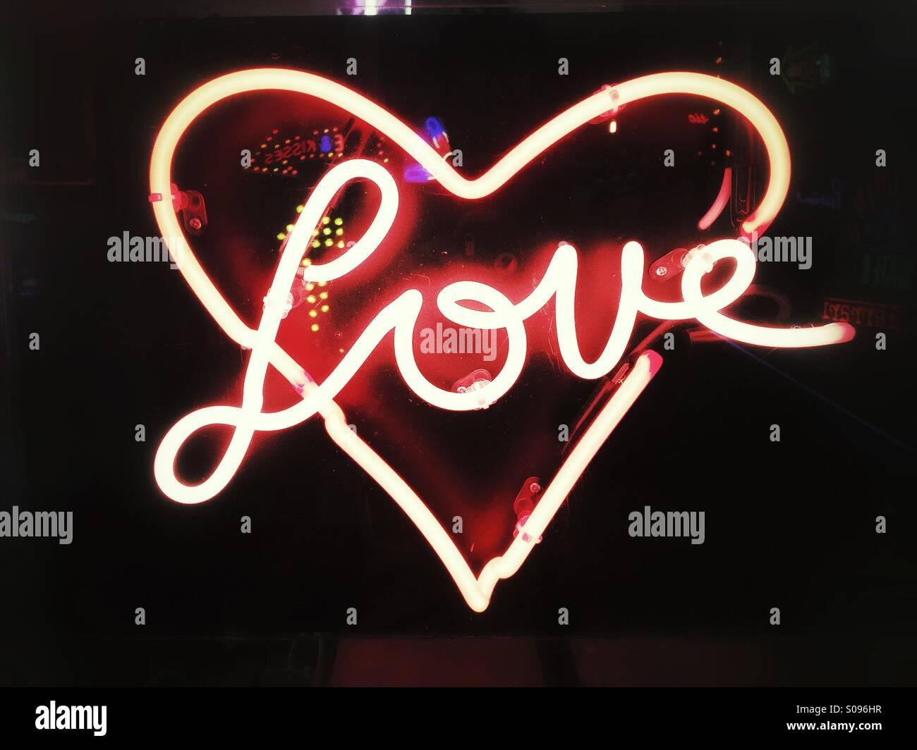Amore-insegna al neon Immagini Stock