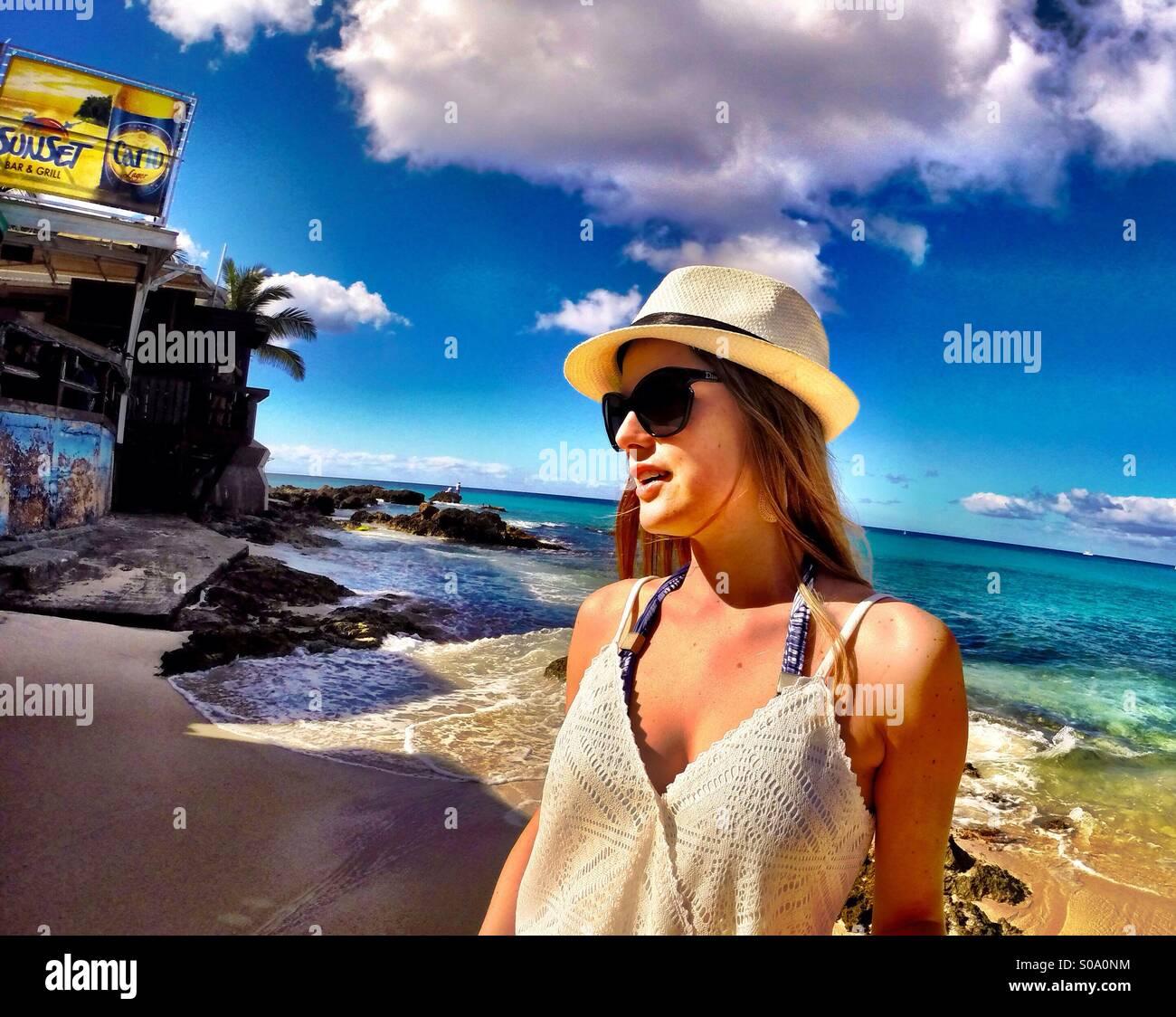 Lo stile di vita dei Caraibi, Saint Maarten isole - moda , rilassante, blu oceano Immagini Stock
