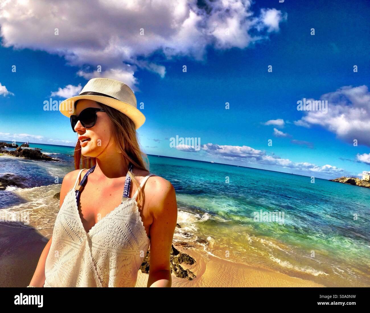 Lo stile di vita dei caraibi - Moda, rilassante, spiaggia, sfumature di blu Immagini Stock