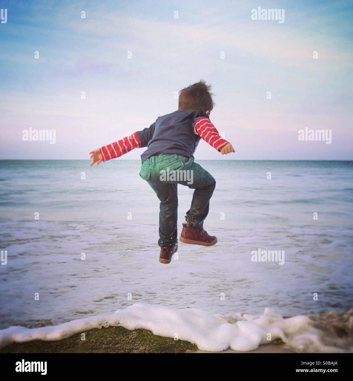Salto di gioia Immagini Stock