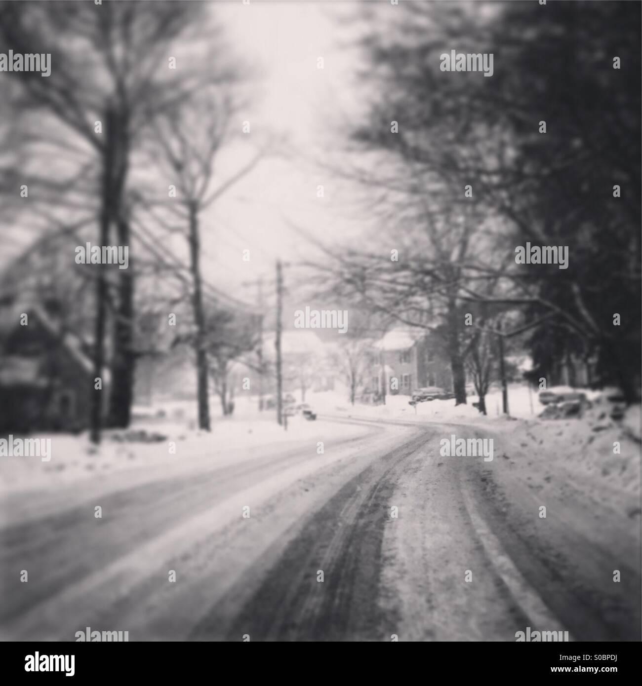 Snowy street nella regione nord-est degli STATI UNITI D'AMERICA Foto Stock