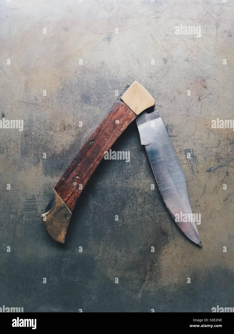 Il vecchio coltello tascabile pieghevole Immagini Stock