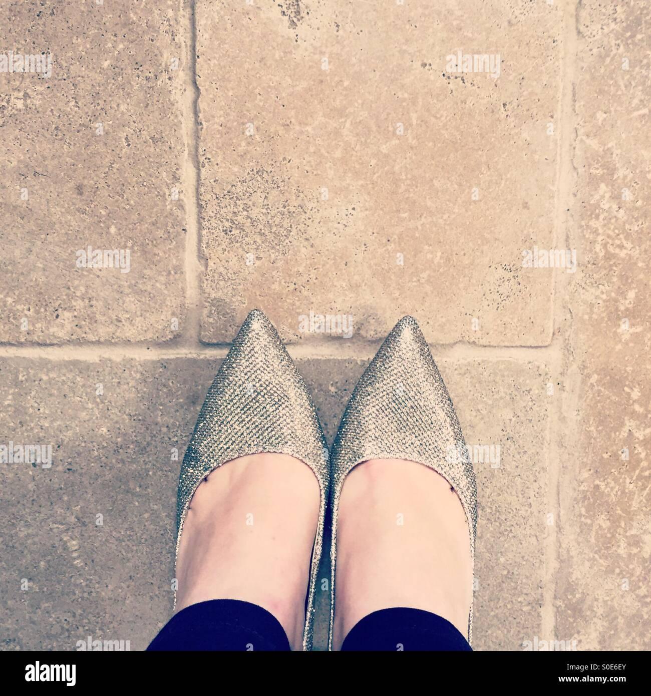 Oro Scarpe scintillanti Immagini Stock