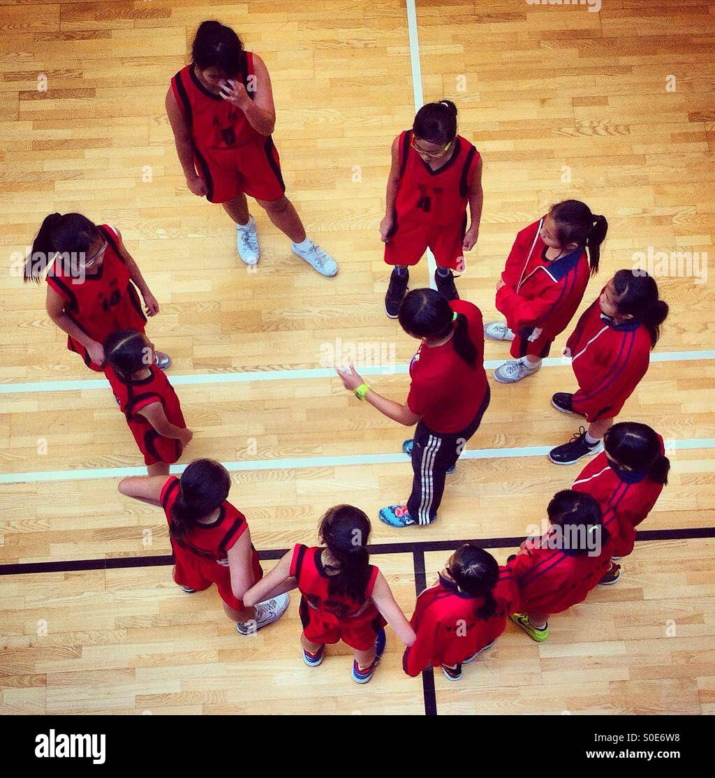 Tempo di coaching durante la partita di basket Immagini Stock