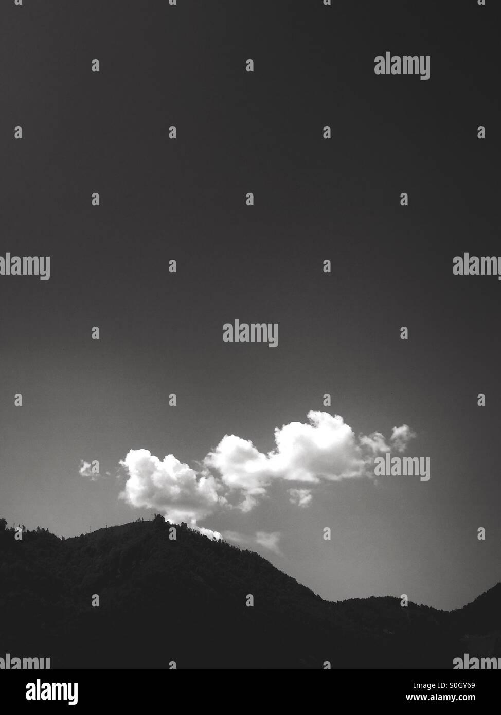 La prima mattina di luce sopra croato montagne Immagini Stock