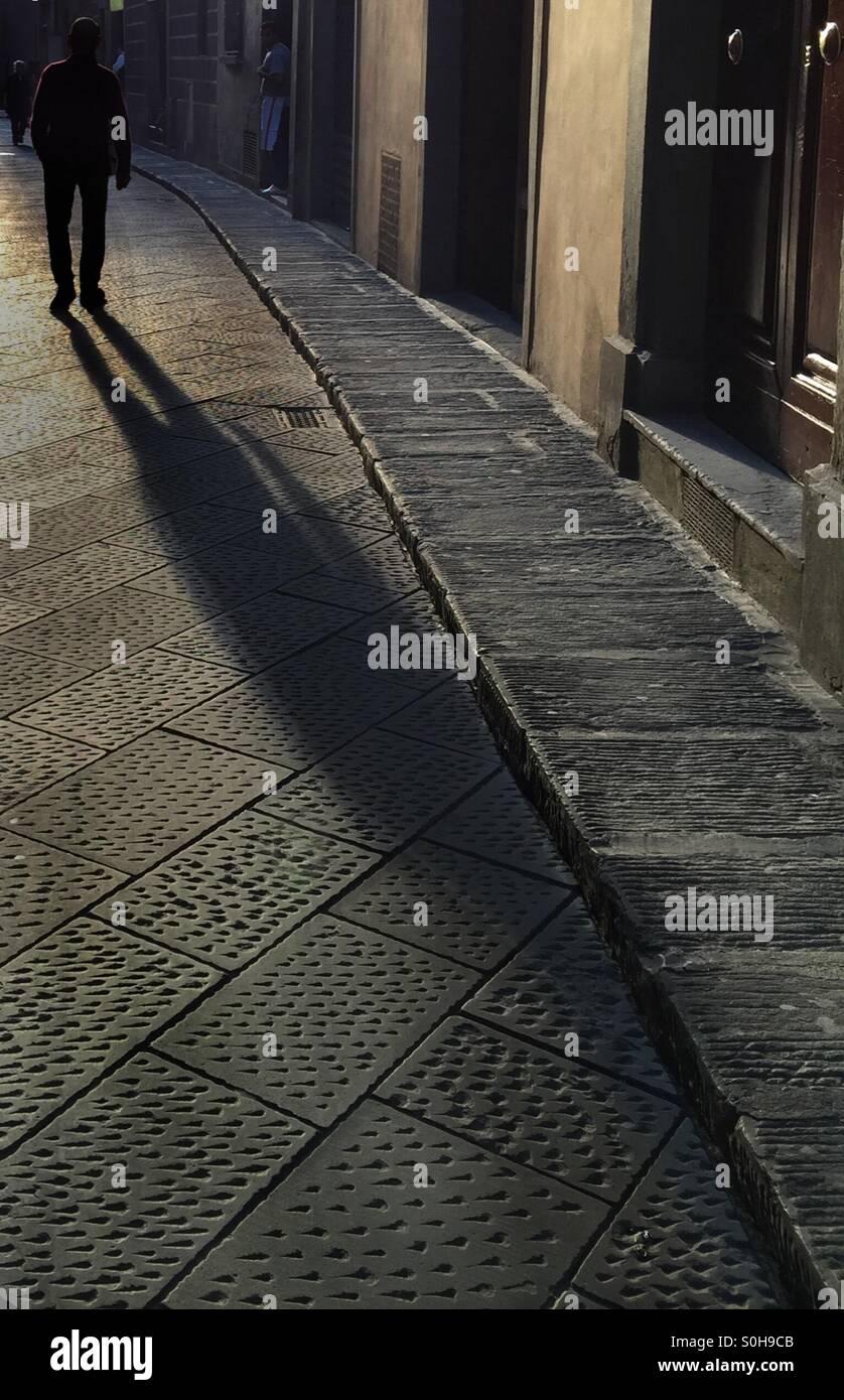 Lunga ombra dell uomo Immagini Stock