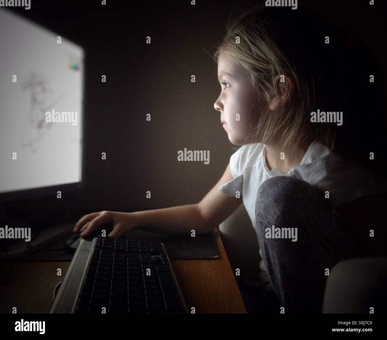 Bambino al computer Immagini Stock