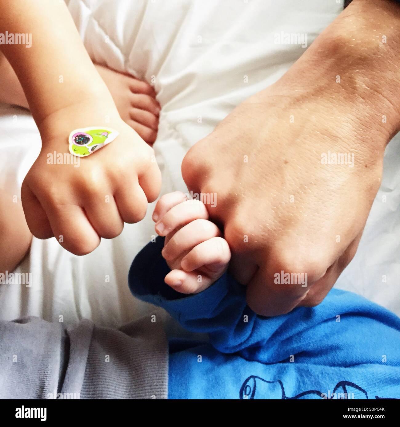 3 pugni di padre e i due figli - famiglia power Immagini Stock