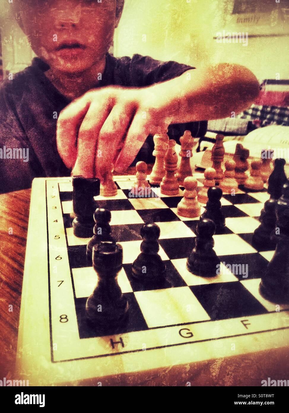 Giocare a scacchi Immagini Stock