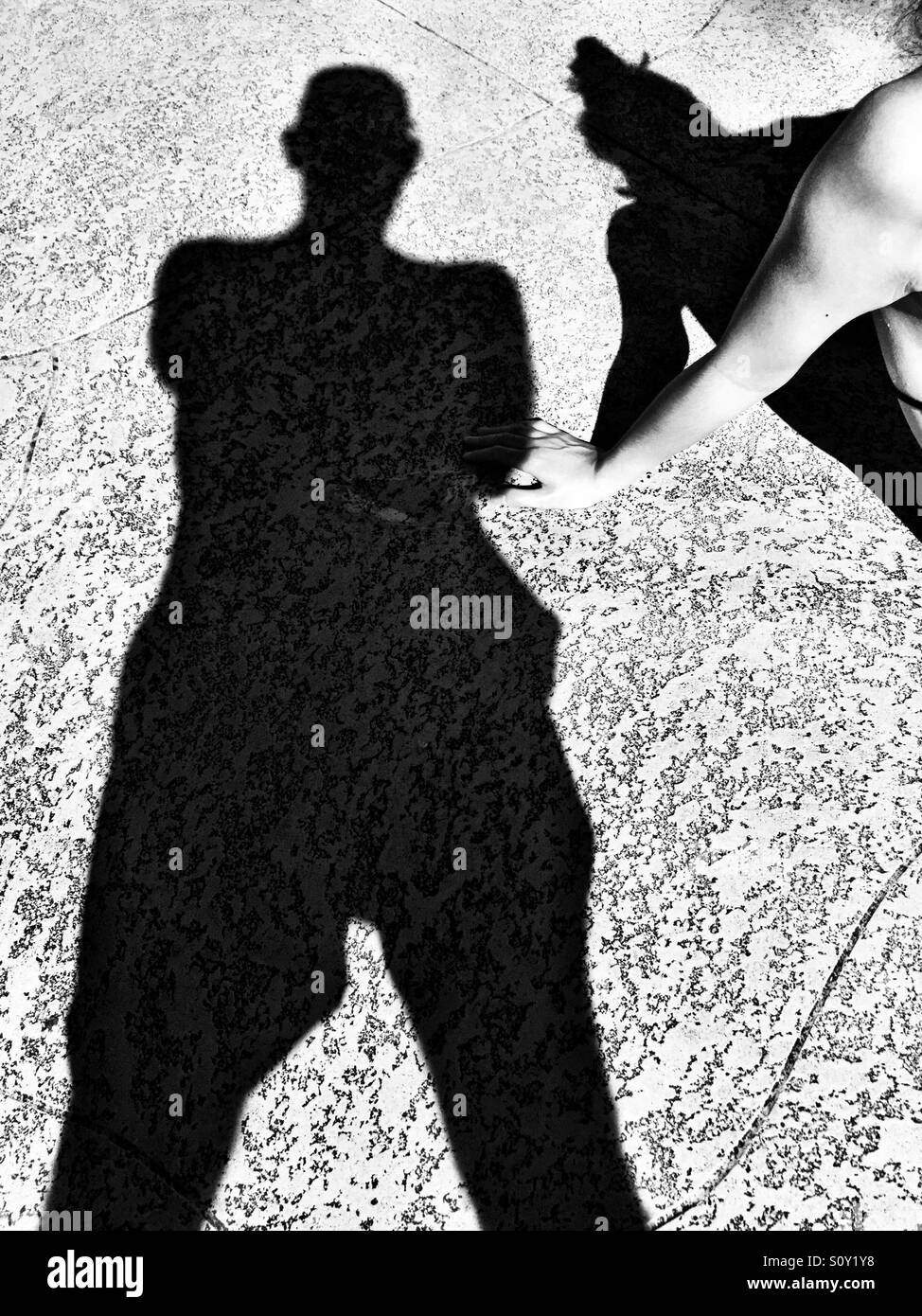 Le ombre intorno alla piscina Immagini Stock