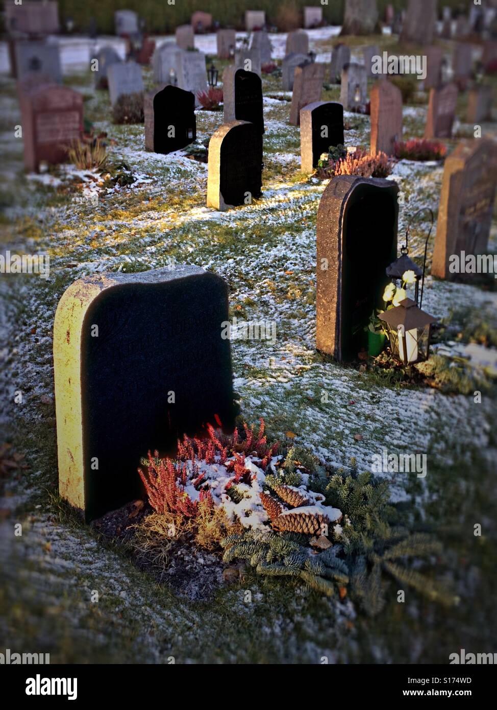 Gli oggetti contrassegnati per la rimozione definitiva, cimitero, onirico dei punti interrogativi Immagini Stock