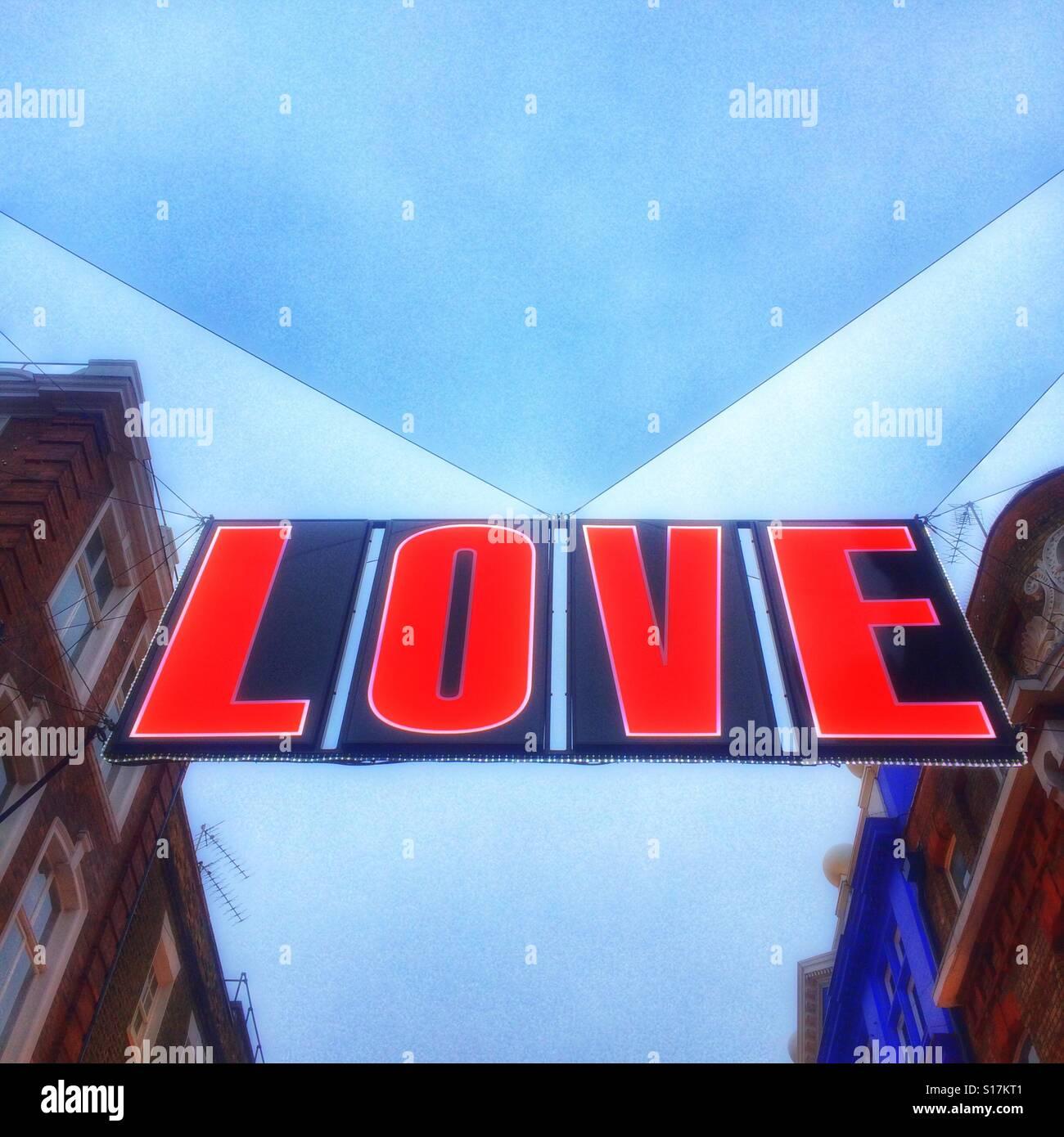 Un segno di amore segno natale su Carnaby Street, Londra Immagini Stock