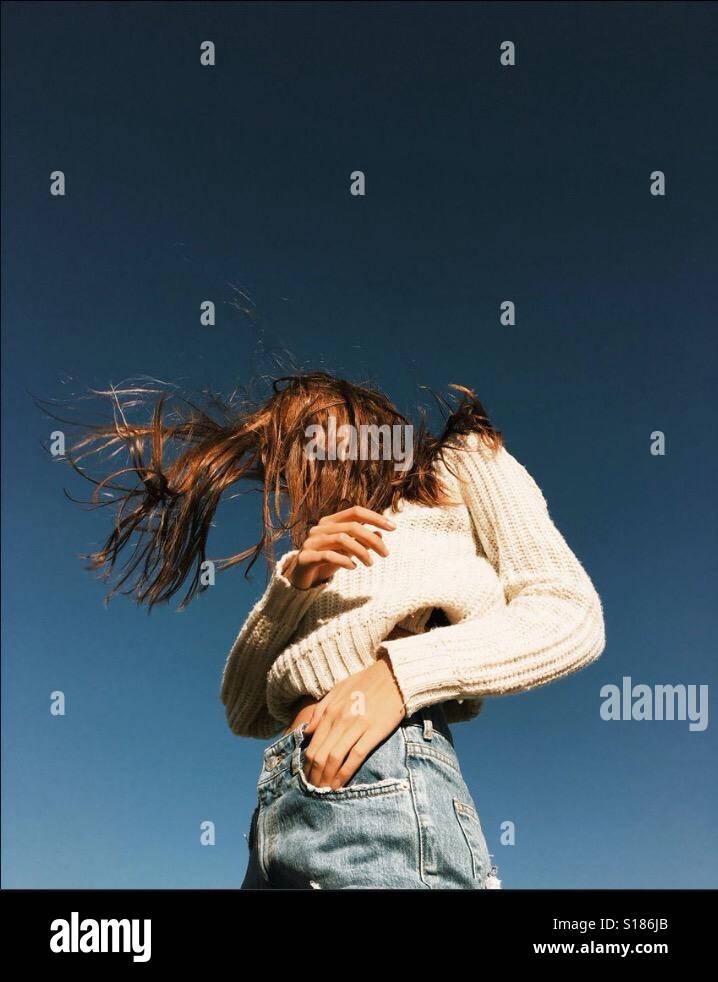 Una ragazza che balla Foto Stock