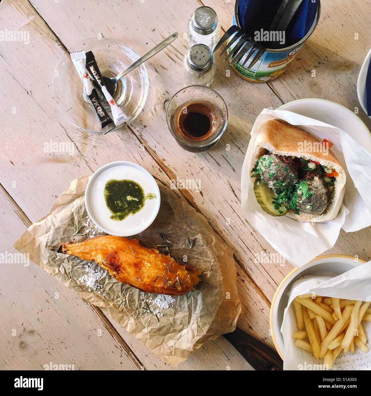 Israeliano di cibo di strada. Foto Stock