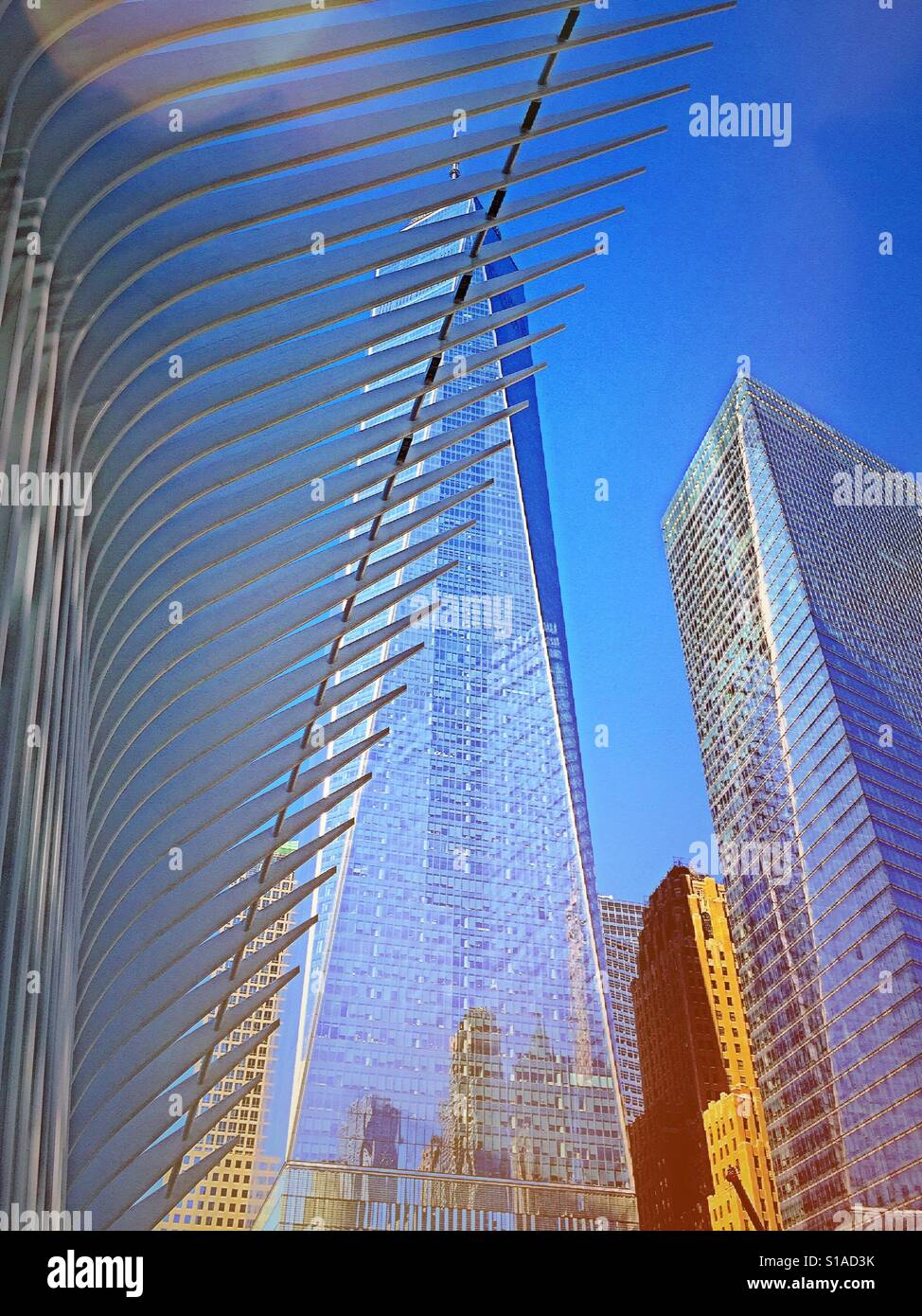 7 World Trade Center e segni della stazione percorso oculus, NYC, STATI UNITI D'AMERICA Foto Stock