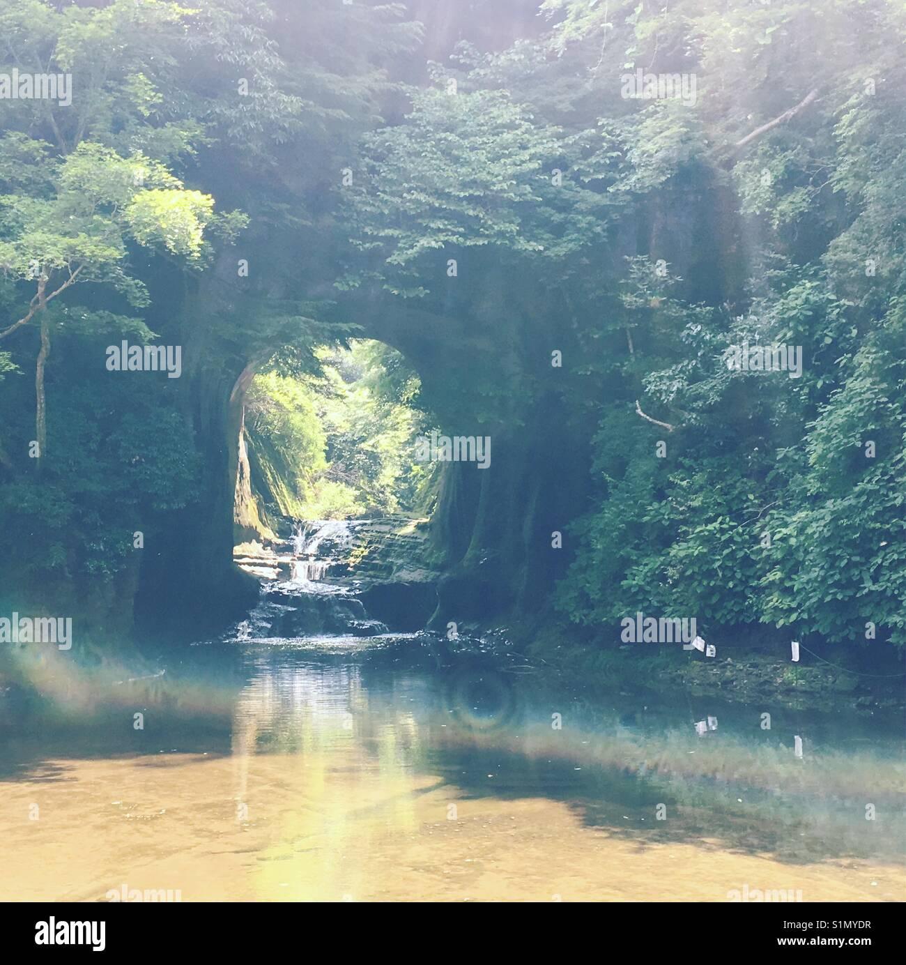 Noumizo-Waterfall è una cascata in tunnel, che fu costruito da Kawa-Mawashi. Immagini Stock