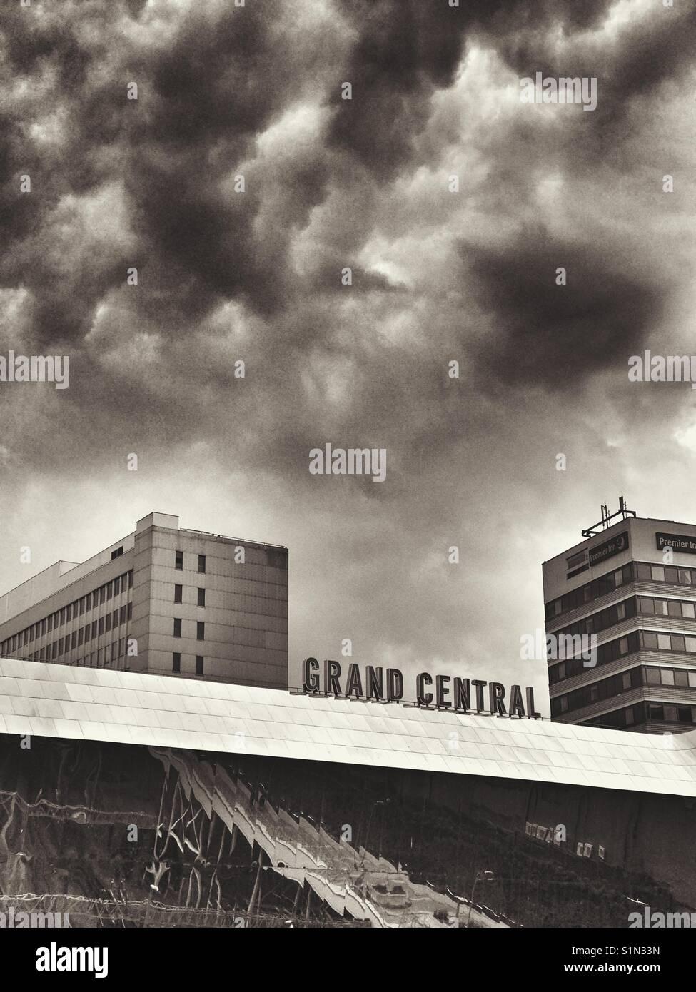 Nuvole scure su Grand Central Station, Birmingham, Regno Unito Foto Stock