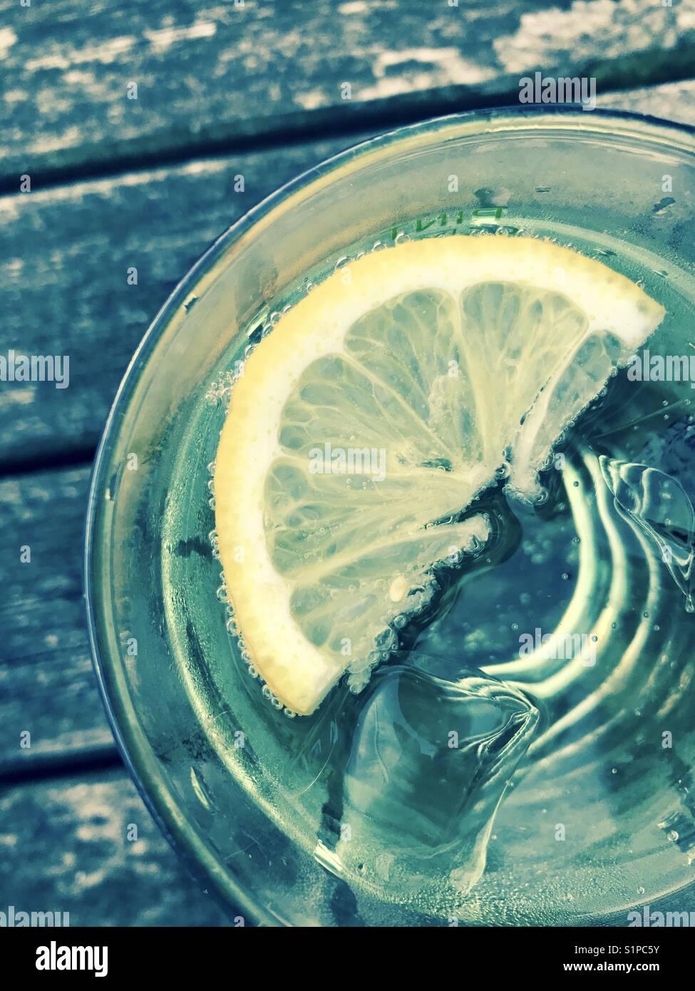 Limone acqua ghiacciata Immagini Stock