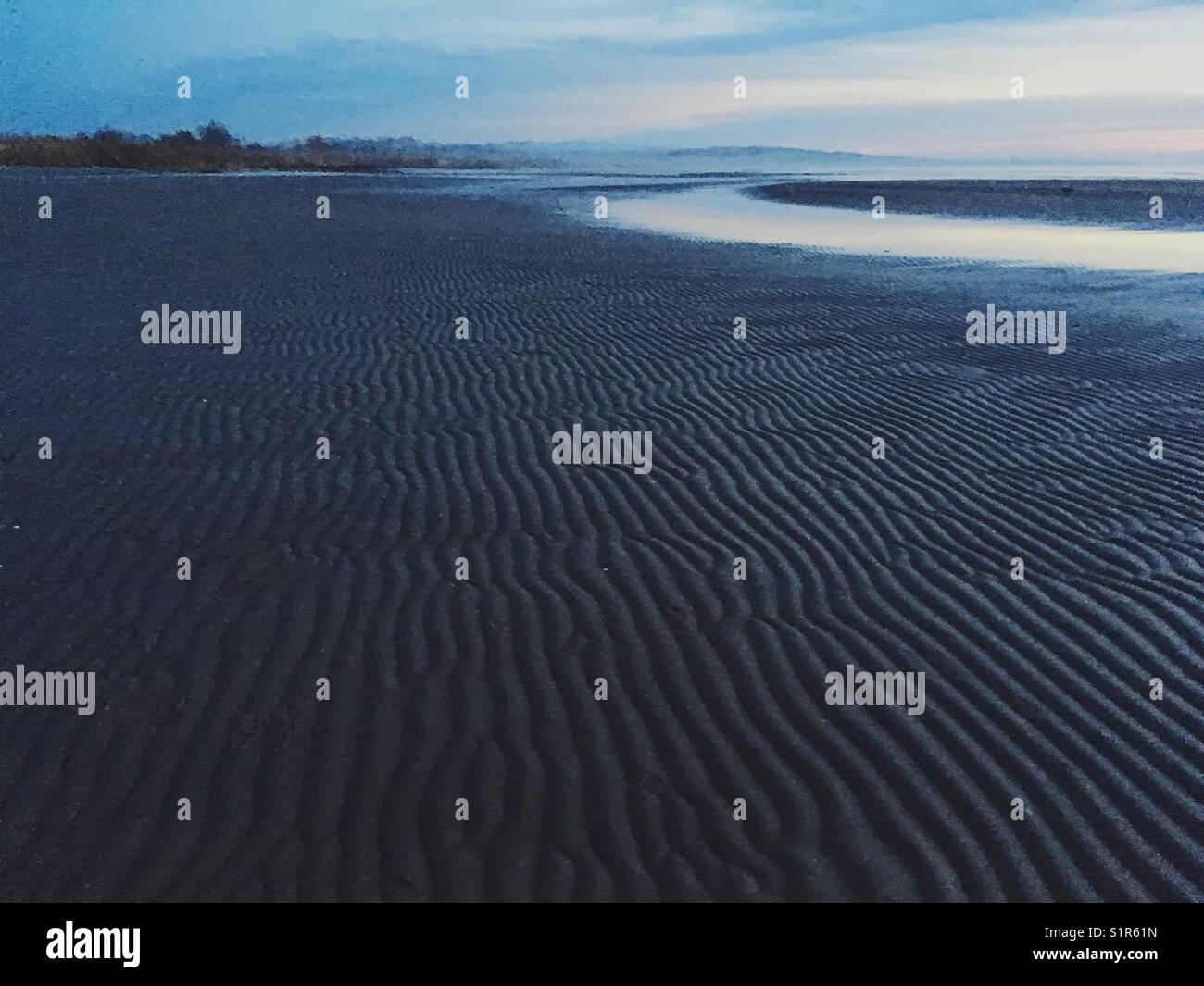 Mare. linea costiera. lontano. Immagini Stock