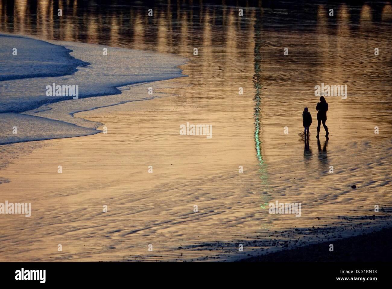 La luce del tramonto a Newhaven East Beach Immagini Stock