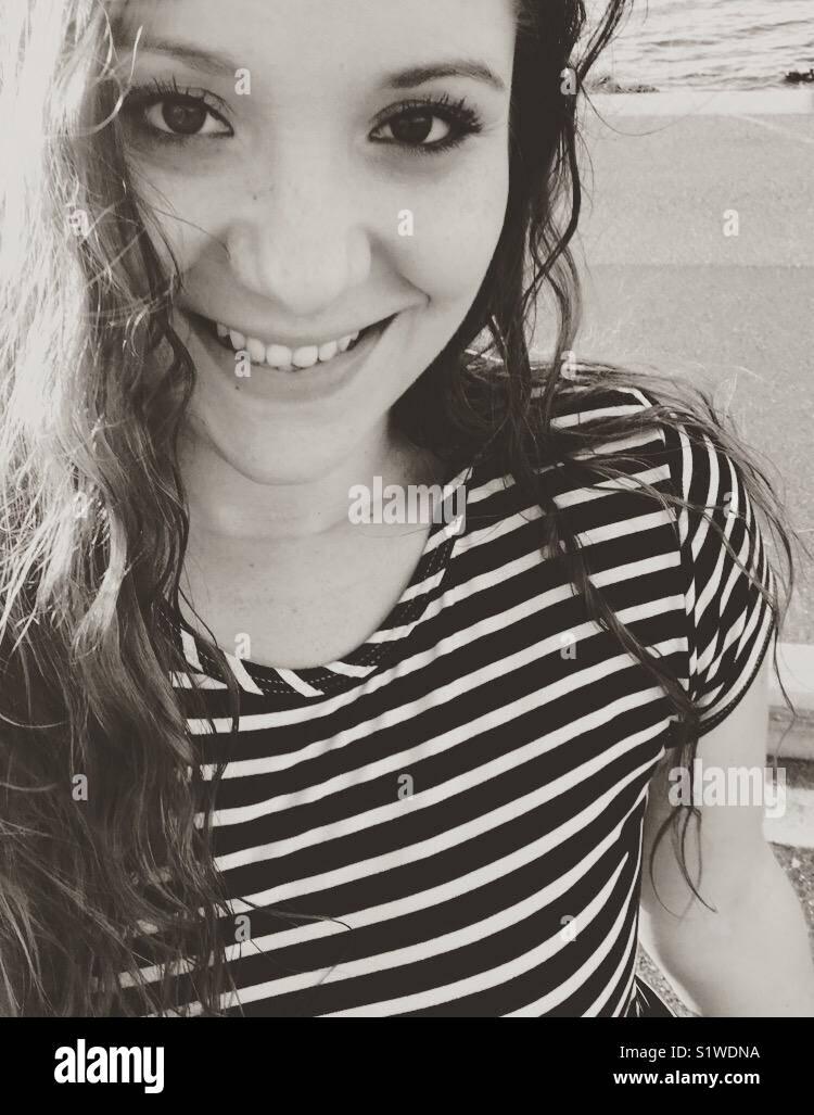 Sorridente giovane donna Immagini Stock
