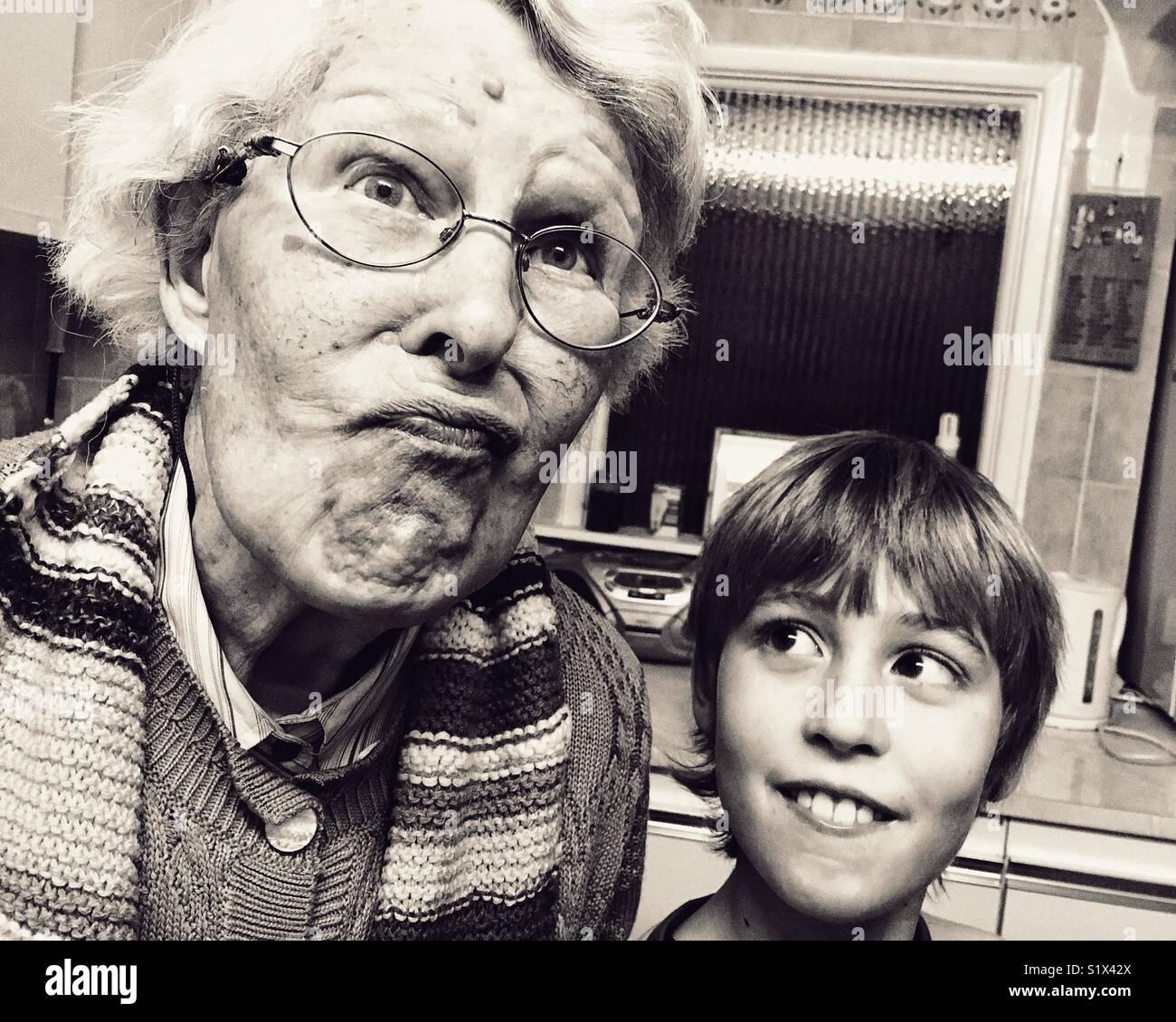 Old Lady e giovani lad Immagini Stock