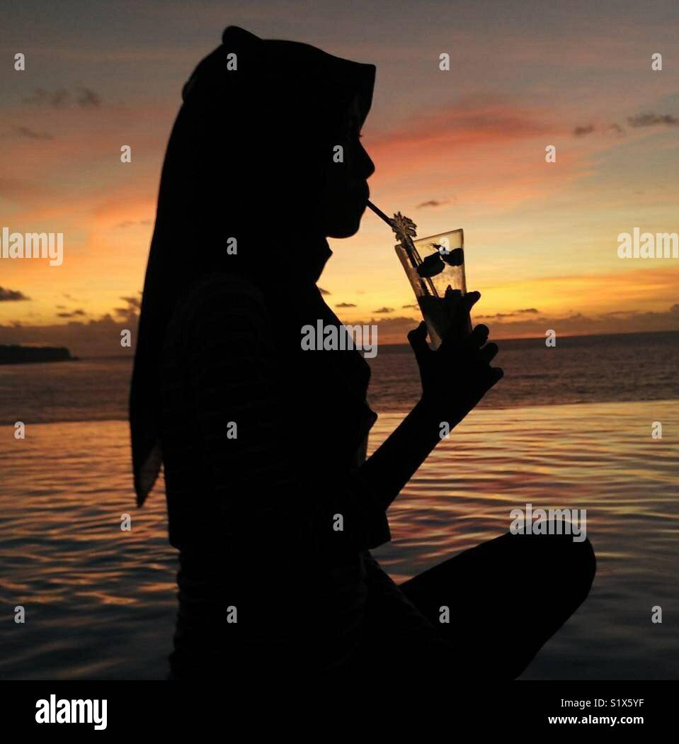 Silhouette mentre il tramonto a Bali Immagini Stock