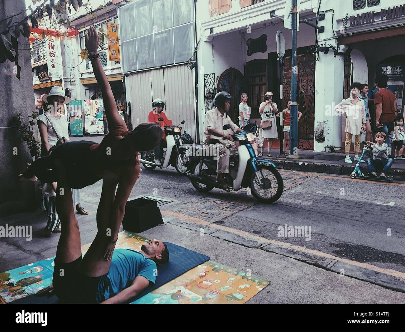 Street performance in Strada Armena, George Town, Malaysia Immagini Stock