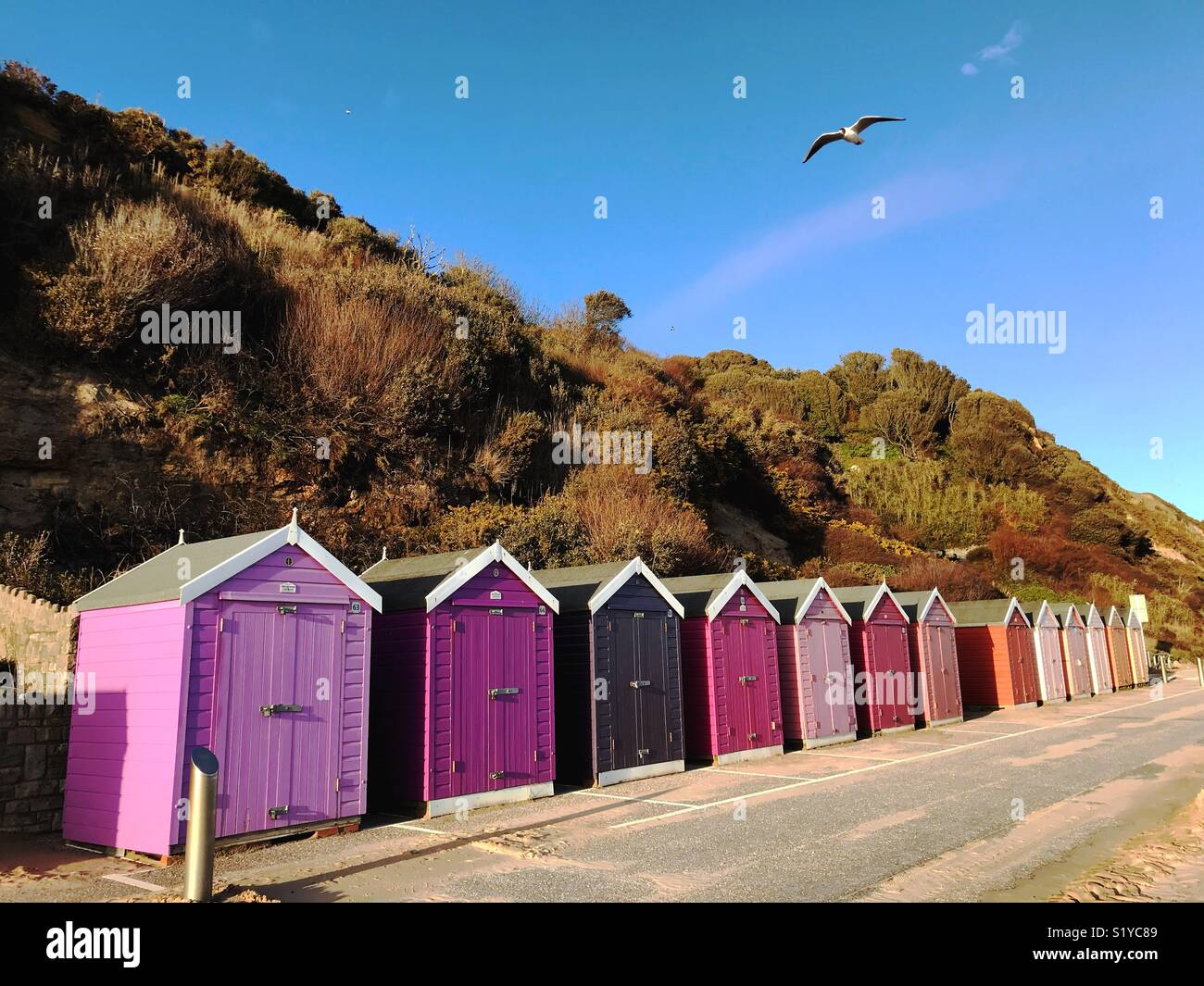Pittoresca spiaggia di capanne in Bournemouth Immagini Stock