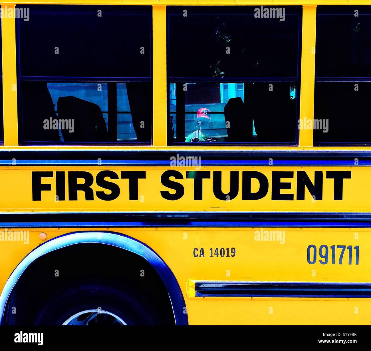 Giallo primo studente Bus, CALIFORNIA, STATI UNITI D'AMERICA Immagini Stock