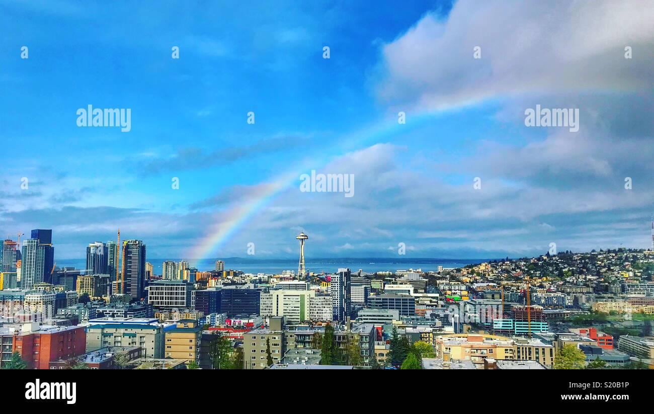 Rainbow oltre lo Space Needle a Seattle Washington Immagini Stock