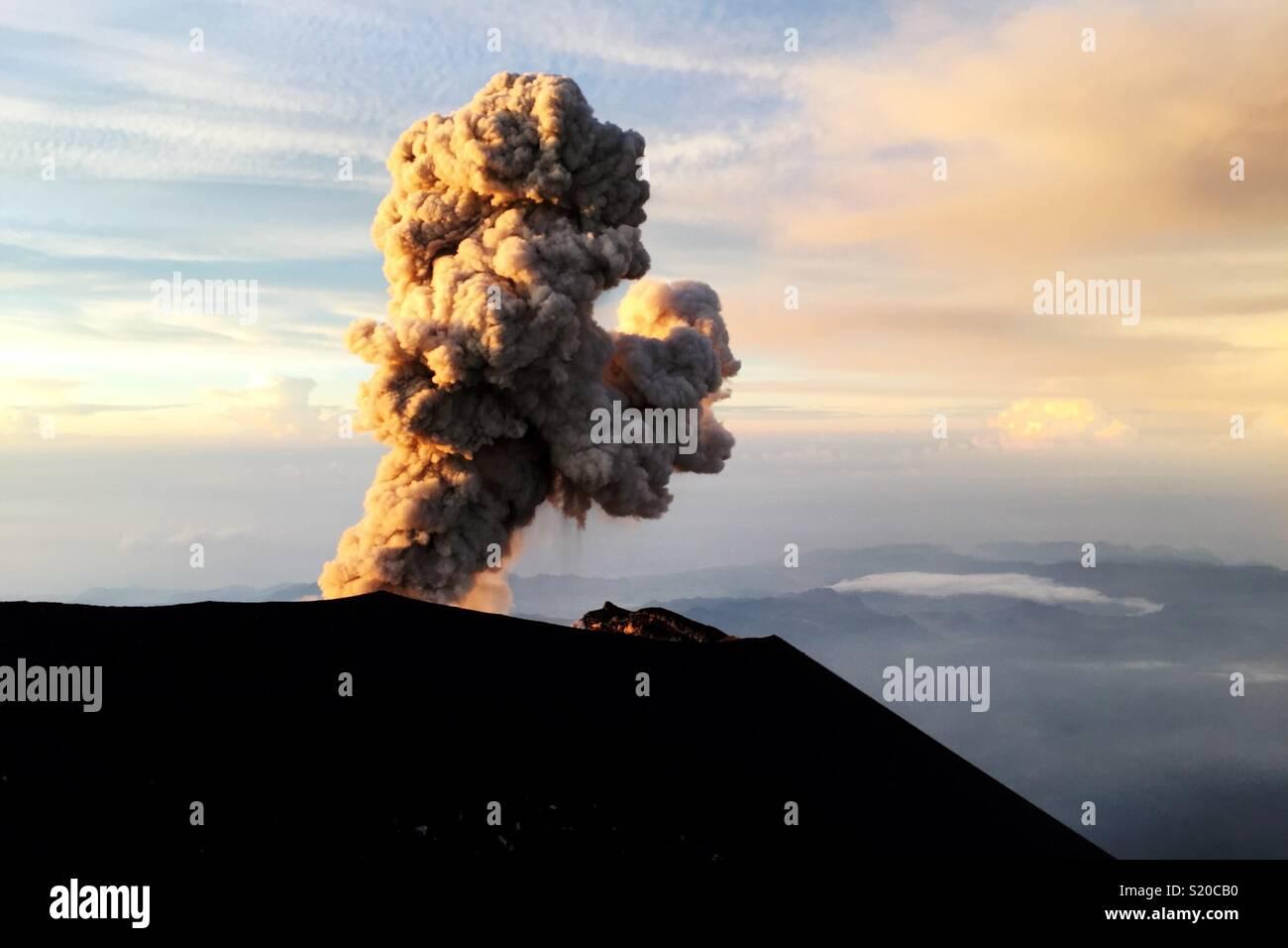Semeru esplosione Immagini Stock