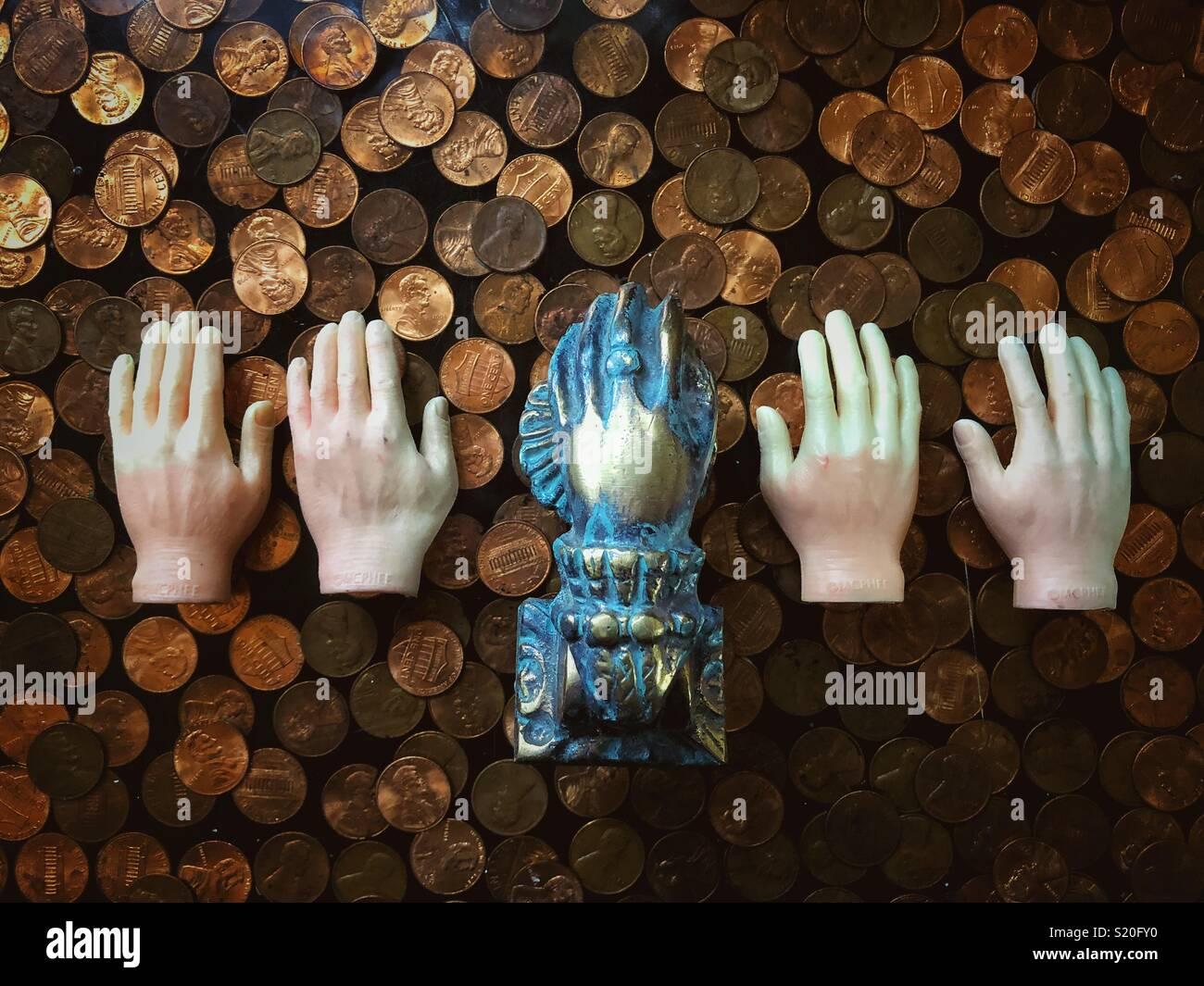 Molte mani sul concetto di denaro Immagini Stock
