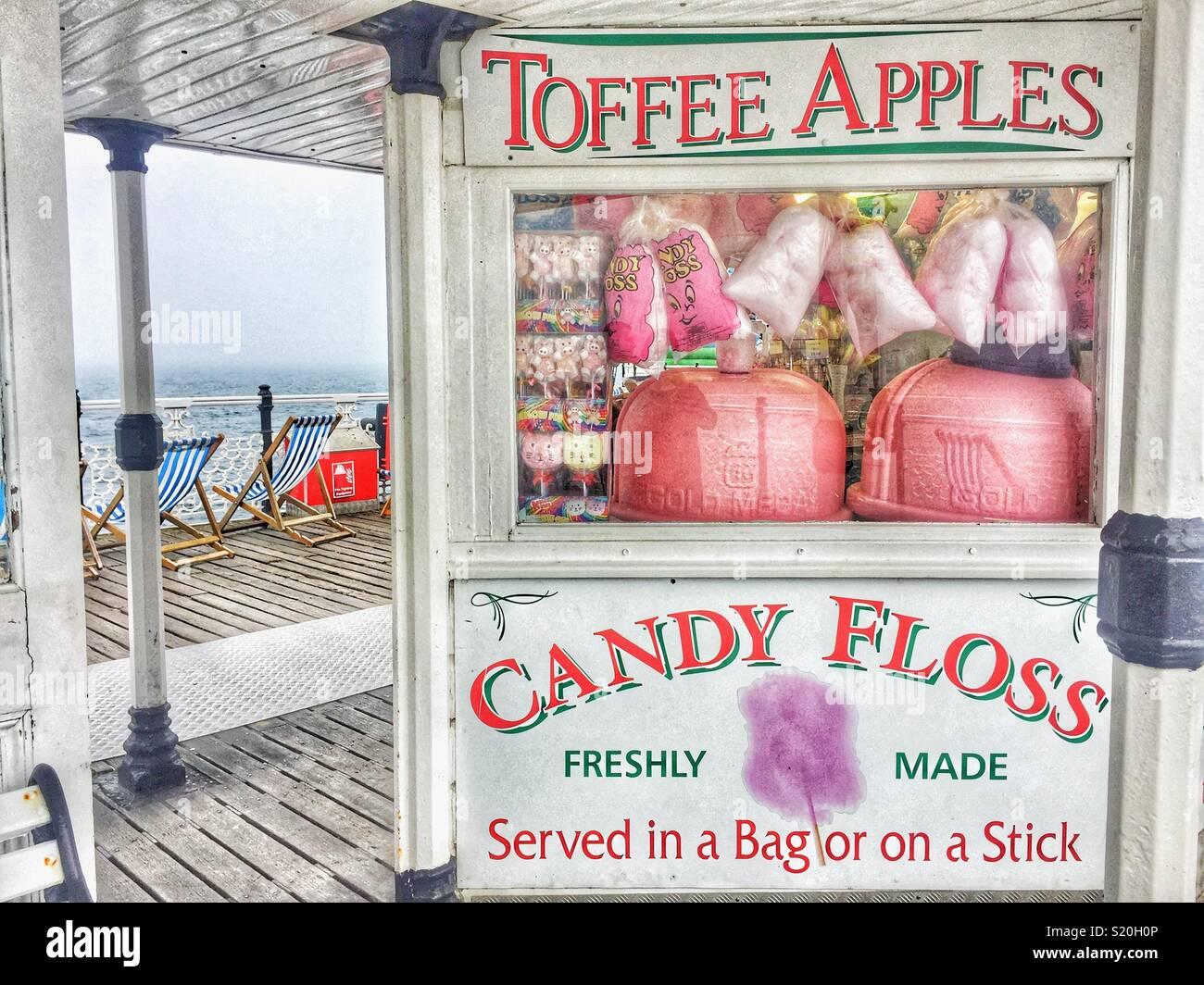 Candy Floss in stallo sul molo di Brighton Immagini Stock