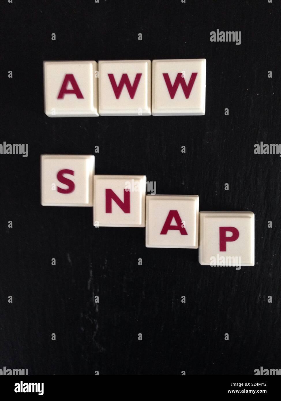 Aww snap scritto nella lettera di piastrelle Immagini Stock