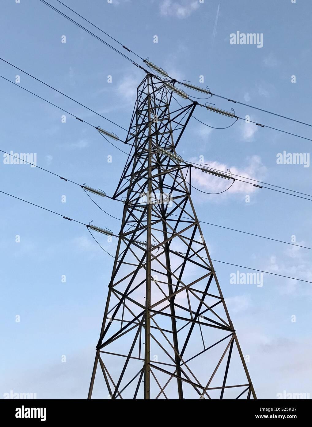 Pilone dell contro il cielo. Foto Stock