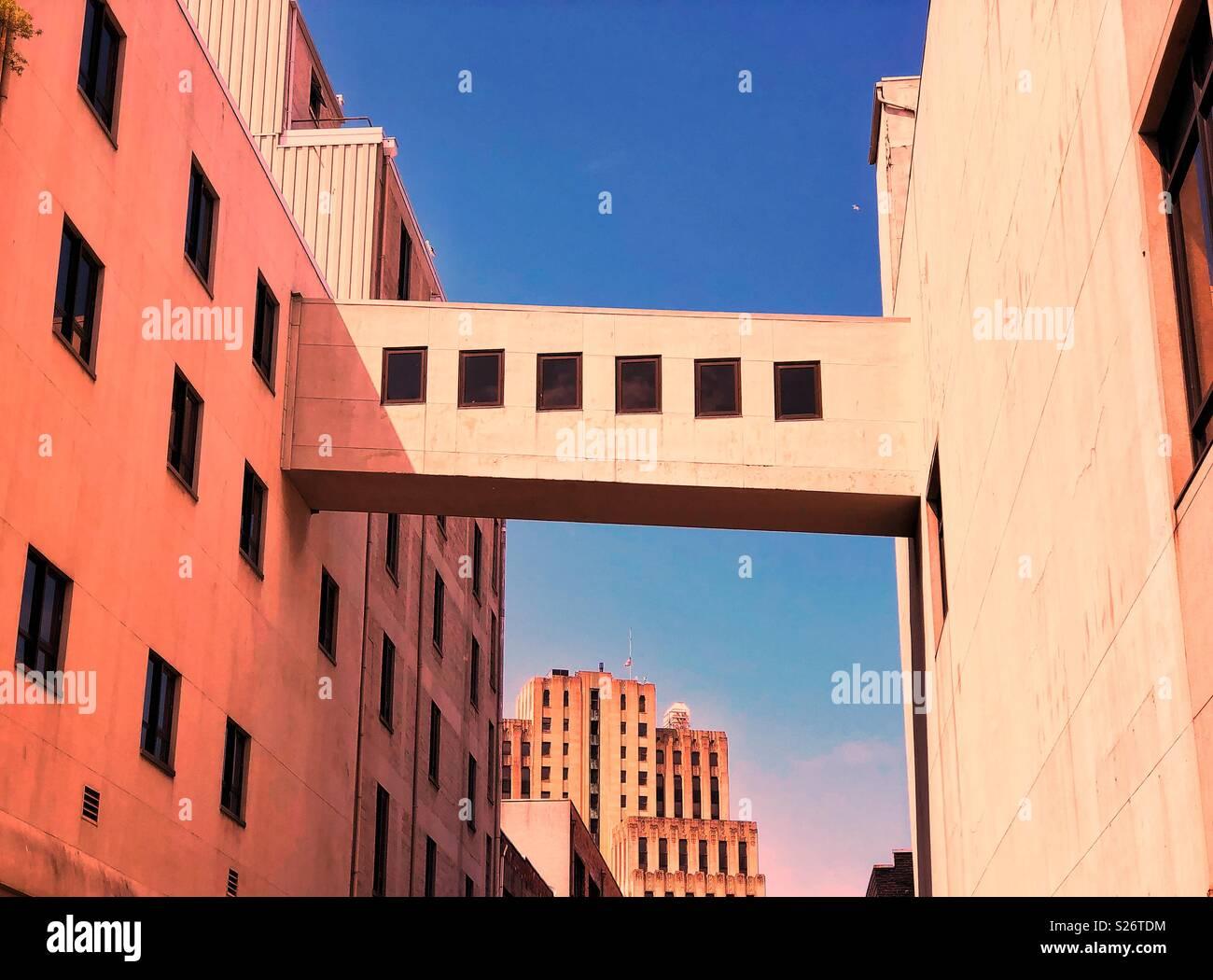 Urban rapsodia in arancio e blu Immagini Stock